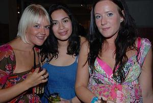 Blue Moon Bar. Josefine, Danae och Malin