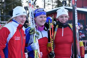 Topptrion i damseniorklassen i sprinten på Hallstaberget: Kim Adolfsson i mitten, flankerad av Limas Åsa Lif (till vänster) och Anundsjös Frida Hagström.