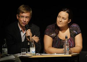 Kristdemokraterna hade slitit loss sin partisekreterare Lennart Sjögren, från valrörelsens sista race för att snacka  näringslivspolitik i Nordanstig. Maria Karström från Gnarp hade proffssupport denna afton.