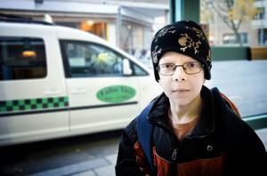 Gabriel Abrahamsson gillar att åka taxi, men det är sällan han kommer i tid till skolan.