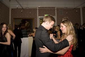 Michaela Billfeldt lärde Jakob Sindenius att dansa vals.