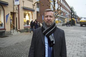 Patrik Isestad (S) är ordförande för både kommunstyrelsen och barn- och utbildningsnämnden i Nynäshamn.