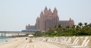 Praktfulla Atlantis Palm Hotel ser ut som ett sagoslott.