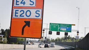 Under två månader förra sommaren leddes motorvägstrafiken om. Det skapade trafikkaos i hela Södertälje. Allt detta sedan en lastbil kraschat på den västra motorvägsbron, där den södergående trafiken kör, på natten till midsommarafton.