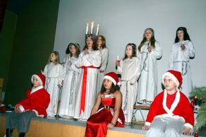 Mullhyttans IF arrangerar Luciafest i Ordenshuset. Lucia är Wilma Tholg.