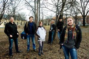 Johan Fågelström, Markus Bohman, Ninni Holm, Christoffer Karlsson, Jonas Helmersson och Linda Kiviloo ser fram emot en natt i spökprästgården. De kommer att skildra sina upplevelser i dokumentärfilmen