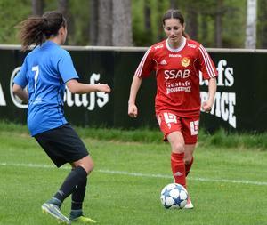Ronja Rimsler på väg att utmana Emelie Reyes Orellana.