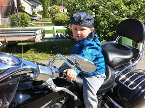 Snart är jag stor och då ska jag låna morfars hoj och ta en tur!Vi ses snart på vägarna!Ha en bra sommar!Hampus