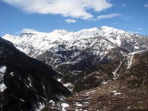 Ulf Grinde berättar att det är onormalt lite snö i den här delen av Alperna just nu.Foto: Ulf Grinde