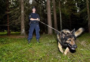 Sökare. Hundförare Thomas Letterhall med tjänstehunden Ross.foto: rune jensen