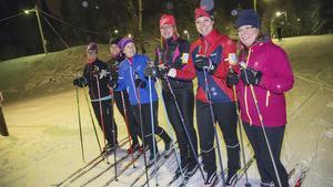 Bikeladies från Norbergs Cykelklubb kör sitt första skidpass för säsongen.