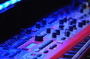 Det är många instrument och knappar att hålla reda på.