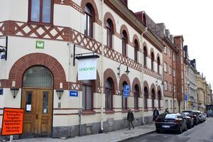 Huset i korsningen Rådhusgatan–Thulegatan, där Mitthem tidigare hade kontor, vill man nu sälja. Och även de två fastigheterna längre bort i kvarteret.
