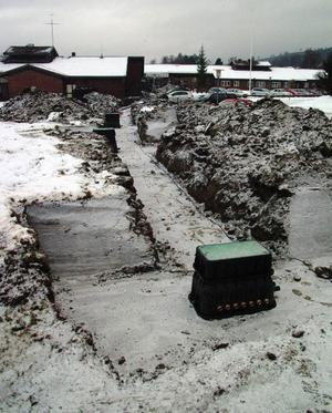 De så kallade fördelningsbrunnarna för jordslangarna är på plats och kommer att anslutas till ledningarna in i huset och jordvärmeslangarna.