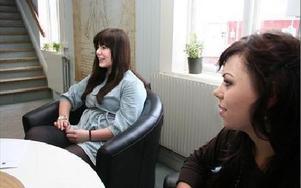-- Spännande att se hur barnomsorgen fungerar i Tyskland, säger Malin Tynell och Karin Sundkvist.FOTO: MATS RÖNNBLAD