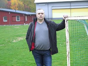 Fotbollen förenar. Dan Andersson, ungdomsansvarig i Gefle IF Fotboll, vill utveckla Sörby IP till en mötesplats för barn och vuxna från olika kulturer.