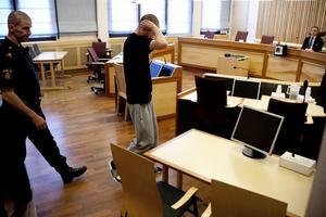 Simon Yngvesson under rättegången i Ångermanlands tingsrätt. Han döms nu till nio års fängelse för medhjälp till mord och skadegörelse.