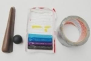 Enkla hjälpmedel som kan göra underverk för skytten. Från vänster en gummipryl som används för att höja kolvkammen, en större kula till slutstycket, modellera att lägga i gummiprylen för större höjning samt naturligtvis silvertejp att fästa allt med.
