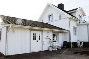 Anette Larsen har öppnat inredningsbutik hemma i sitt garage på Kolonigatan i Skutskär.