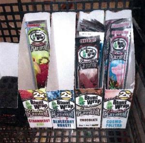 Vid polisens kontroller i butikerna hittades bland annat förpackningar med tobaksvaror som kallas