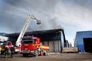 Räddningstjänsten i Kälarne, Stugun, Hammarstrand och Östersund bekämpade branden.