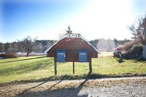 I byn Kolpebo är det omkring 30 hushåll. Kolpebo ligger i Dalarna men mycket nära gränsen till Västmanland.