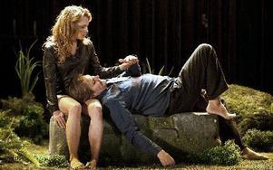 Sofia Ledarp och Johan Rabaeus i Demoner.foto: Petra Hellberg