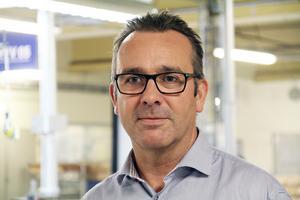 Vi vill ju långsiktigt förbättra vår konkurrenskraft och serva våra kunder på ett bättre sätt, säger produktionsdirektör Gunnar Genander vid Svenska fönster i Edsbyn.