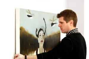 Flickor med flätor är ett återkommande motiv i Jesper Blåders konst. BILD: SAMUEL BORG