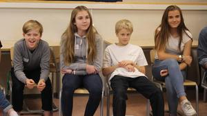 Elever diskuterar på Söderbaumska skolan.