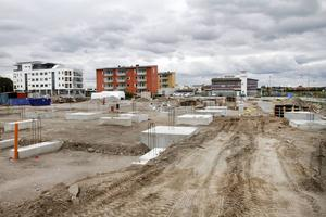 Det byggs för fullt på Gävle strand. Ett av byggena som ska stå klart i april är det nya äldreboendet.