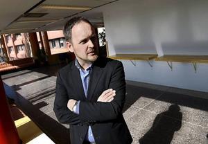 Jörgen Berglund (M) leder oppositionen i Sundsvalls kommun. Han och den övriga oppositionen väljer att sitta i samma rum som SD när man tar taktiska beslut. Det är sorgligt.