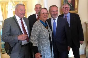 På torsdagen befordrades Marit Paulsen till kommendant i förtjänstorden l'ordre national du Mérite. På bilden syns även Liberalernas partiledare Jan Björklund samt hans företrädare Lars Leijonborg, EU-parlamentarikern Olle Schmidt och Marits man Sture Andersson.