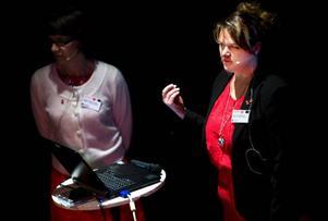 Genom att vara uppmärksam på illamående, kräkning och kallsvettning som är några symptom vid hjärtinfarkt kan betydelsefull tid vinnas och behandling komma igång i tid. Ett budskap som hjärtsjuksköterskor förmedlade på Gamla Teatern i går kväll.  Foto: Håkan Luthman