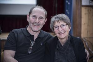 Regissören Rolad Persson tillsammmans med systern Elsy Persson.