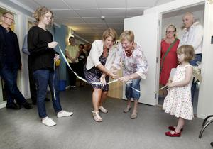 """KLIPPER BAND (7 JUNI). """"Det är jag och landstingsrådet Eva Tjernström som inviger nya barn- och familjehälsan. Sånt här är bara roligt, vid de här tillfällena är personalen alltid extra stolta över vad de gör."""