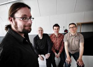 – Musik är medicin, säger spelman Kjell-Erik Eriksson. Bo Lindberg, Jens Comén och Pedro Blom håller med.