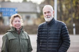 Inga-Lill och Jan Bergqvist vill se en hastighetssänkning på Kyrkbyvägen.