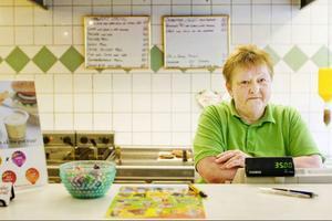 Ann-Louise Andersson fick böta för att hon inte fyllt i sig själv i personalliggaren.– De som är ute efter att jobba svart lyckas nog göra det i alla fall, tror hon.