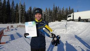 Filip Jacobsson med diplomet för fjärdeplatsen.