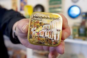 Handelsbanken i Hudiksvall finns också representerat bland plåtaskarna.