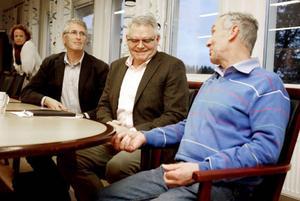 Offerdals vägupprors Göte Thorén fick Trafikverkets Gunnar Malm att lyssna vid träffen i Reaxcers lokaler i Lugnvik. Men det är från Jan Moldes Regionförbundet Jämtland som det kommer pengar. Bakom honom Hanna Falkeström som är vice vd vid Inlandsbanan AB som har större chans till pengar.