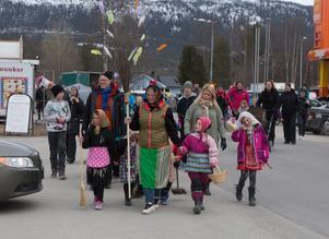 Påskparaden i Vemdalen är en lika säker tradition som snöskottartävlingen.