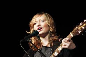 Blott elvaåriga sångerskan Emma Svensson charmade publiken.
