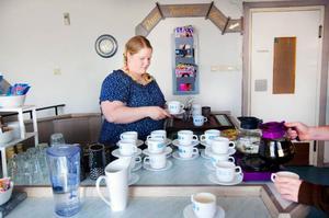 På anrika Centralkonditoriet jobbar Ingrid Lundin Estone. Under sina 12 år på konditoriet har hon märkt av en avmagring av Brunflos centrum.