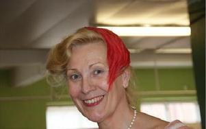 oaffer kallas en enkel hårprydnad som blir allt  vanligare. Den kan utgöras av en rosett, en blomma eller en plym.FOTO: KERSTIN ERIKSSON