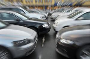 Är det fritt fram att köra? Sverige är ett av få länder som inte begär vare sig syn- eller hälsokontroller av bilförare.