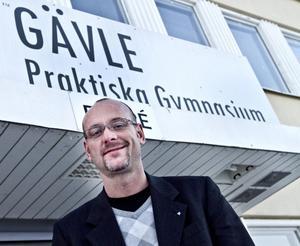 Praktiska gymnasiets nya rektor, Joacim Swedén, säger att sammanslagningen görs för att eleverna ska få en så bra skolgång som möjligt.