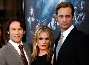 Tillsammans med medskådespelarna Stephen Moyer och Anna Paquin ska Alexander Skarsgård agera prisutdelare.