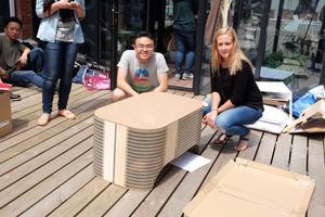 Shen Jingliang och Erika Wiberg från Rimbo hoppas att bordet så småningom ska komma i produktion.